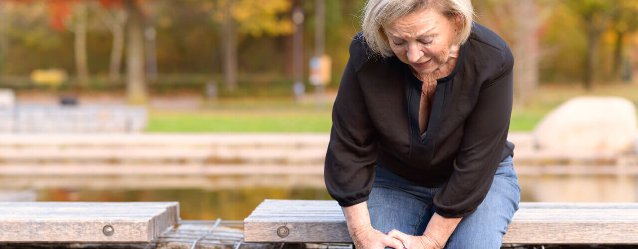 Consult with a Physiotherapist to Find Relief for Your Hip and Knee Pains